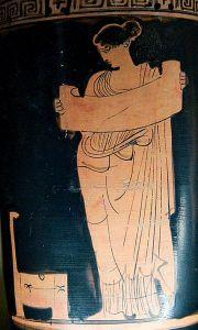 Múzsa könyvtekerccsel. Vörösalakos attikai váza, Kr. e. 435-425 - Louvre